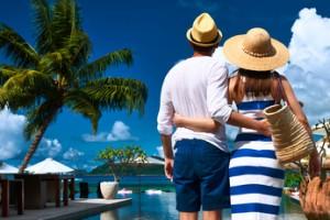 LAR更新!!!品良く着こなす!30代女子の「夏の旅行マストアイテム」5選 | 30代・40代からの美容マガジンLAR